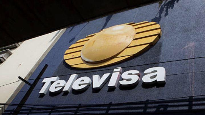 Tras despido de Televisa y doloroso divorcio, conductora aparece con impactante 'recadito' a fans