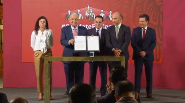 AMLO firma y envía a los Diputados una reforma para regular el 'outsorcing'