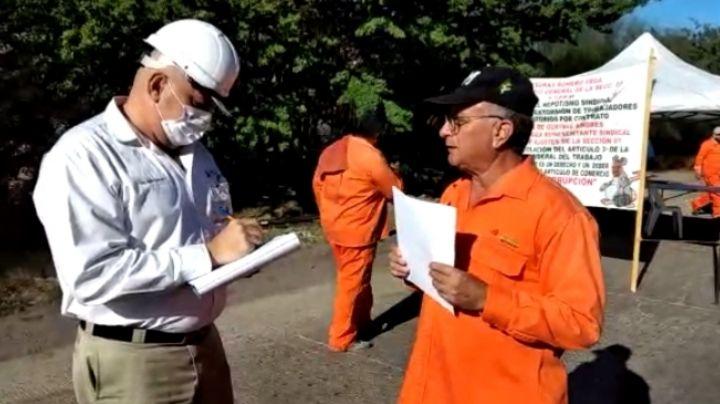 Trabajadores transitorios en el Puerto bloquean el paso de pipas en Pemex, exigen empleo