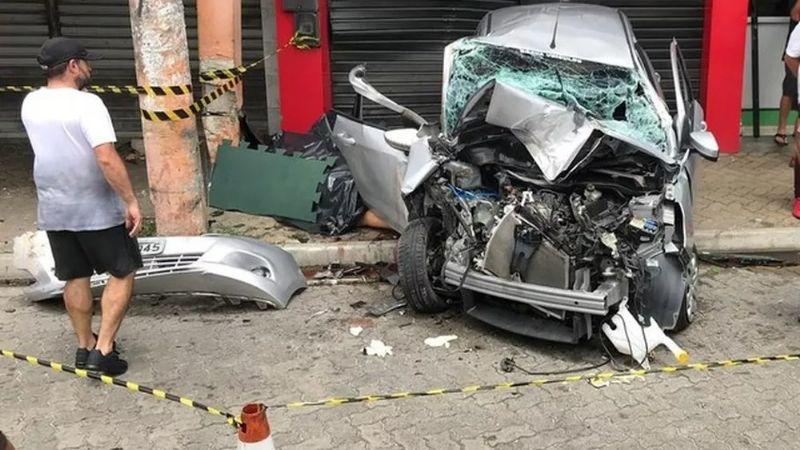 VIDEO: De milagro, una pareja se salva de ser arrollada por un carro en Brasil