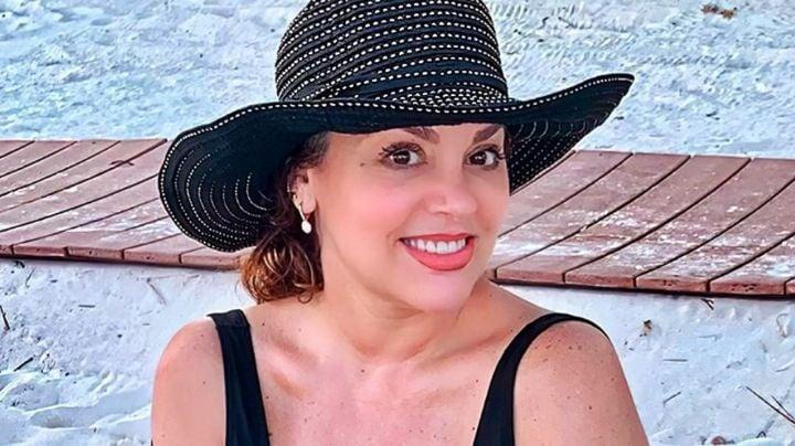 A sus 51 años, Tatiana saca su lado más coqueto desde las playas de Cancún