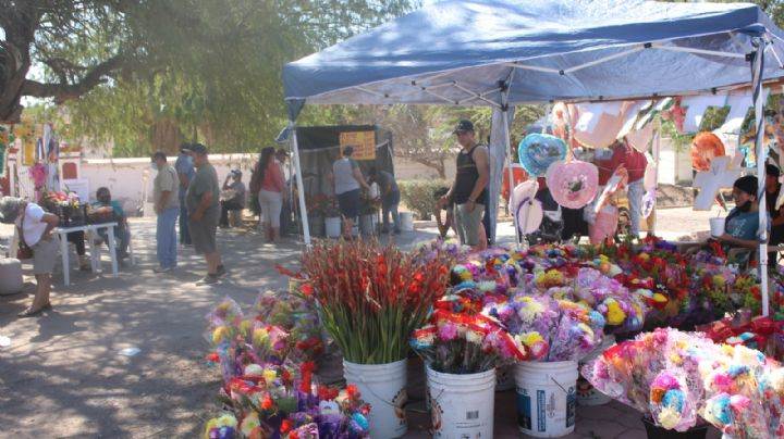 Comerciantes de Guaymas reportan caída en ventas durante el Día de Muertos