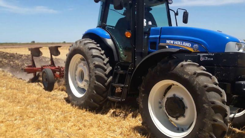 Agricultores  piden a los conductores tomar precauciones con la maquinaria agrícola