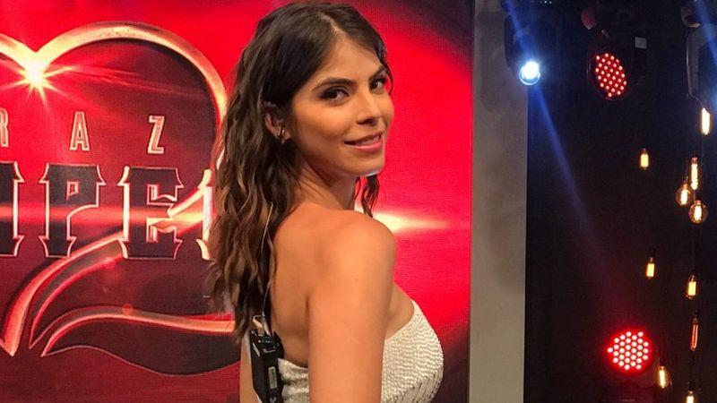 Esmeralda Ugalde deslumbra con su belleza desde el foro de 'Corazón Grupero'