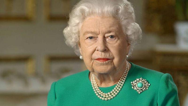 Reina Isabel II enfurece tras haber sido grabada por uno de sus guardias sin permiso