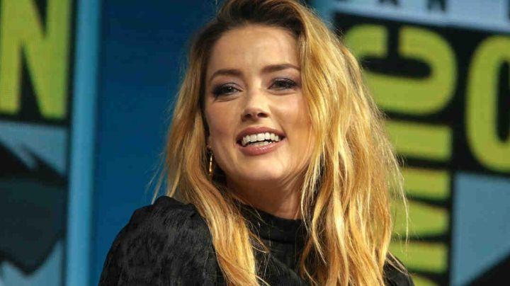 En medio de sus problemas legales, Amber Heard se convierte en oradora de violencia de género