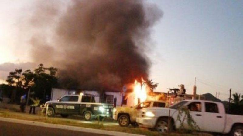 Un incendio consume tres viviendas en estado de abandono en Guaymas