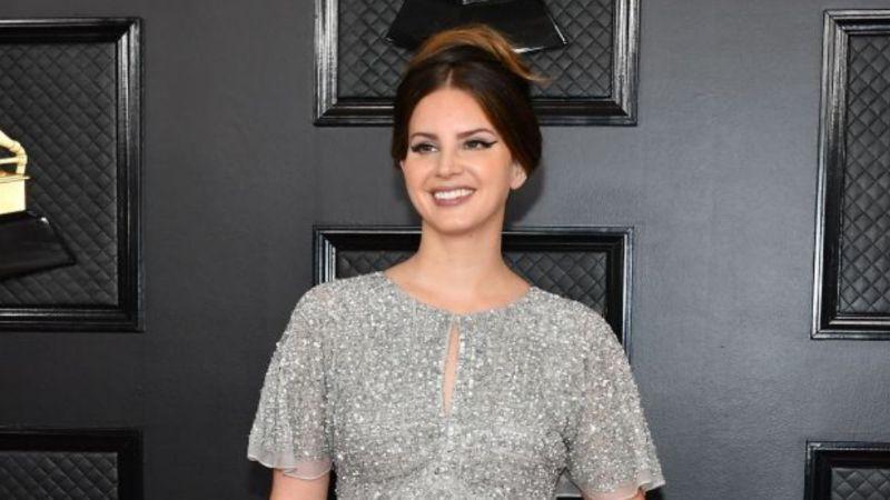 Lana Del Rey deja la soltería y se compromete con su novio Clayton Johnson