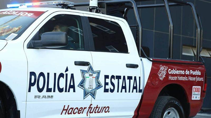 VIDEO: Policías estatales de Puebla son captados al ingerir bebidas alcohólicas en plena vía pública