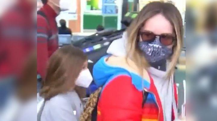 ¡Polémico! Camila Sodi se 'zafa' de reporteros con discusiones y empujones en aeropuerto