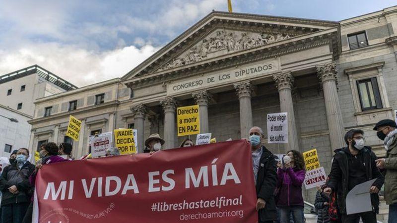 España se convierte en el sexto país en aprobar la ley que despenaliza la eutanasia
