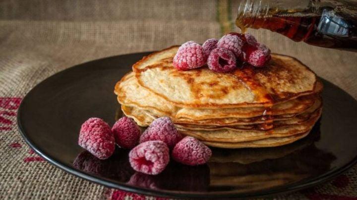 Esta es la receta perfecta para hacer hot cakes de plátano con avena completamente saludables