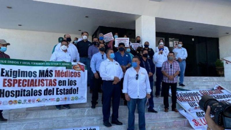 Derechohabientes de Isssteson de Huatabampo cierran año con protestas