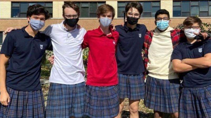 VIDEO: Jóvenes protestan en faldas para acabar con el machismo en su secundaria