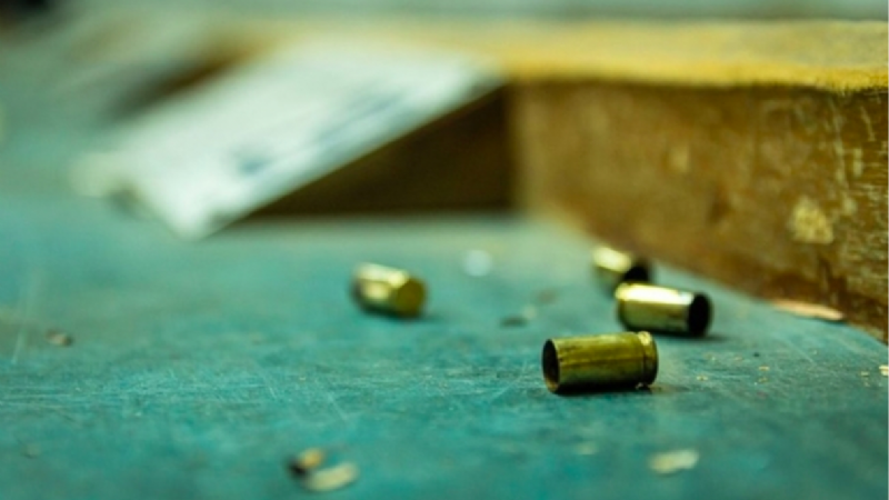 Despiadado feminicidio: Sicarios asesinan a balazos a una mujer que paseaba por la calle
