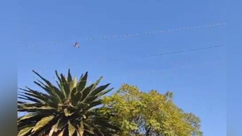 Avioneta vuela sobre el cielo de Tlalnepantla para pedir a la población que no salga