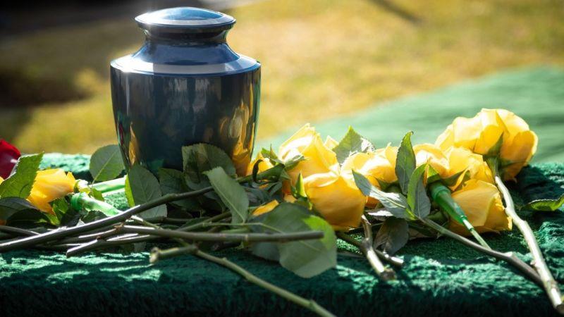 Aumentan cremaciones por coronavirus; cadáveres duran horas antes de entrar a los hornos