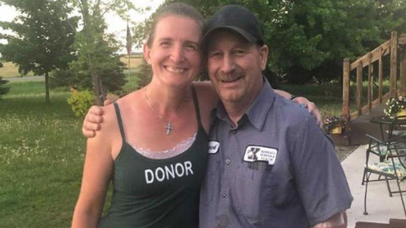 Como un acto de generosidad, maestra dona su riñón al conserje de la escuela donde trabaja