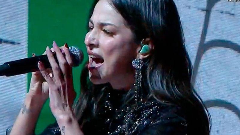 VIDEO: Paty Cantú desata ola de críticas tras equivocación al cantar el Himno Nacional