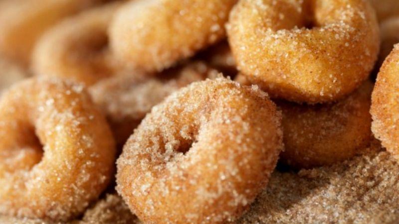 La mejor y la mas sencilla receta para hacer donas de azúcar con los más pequeños de la casa