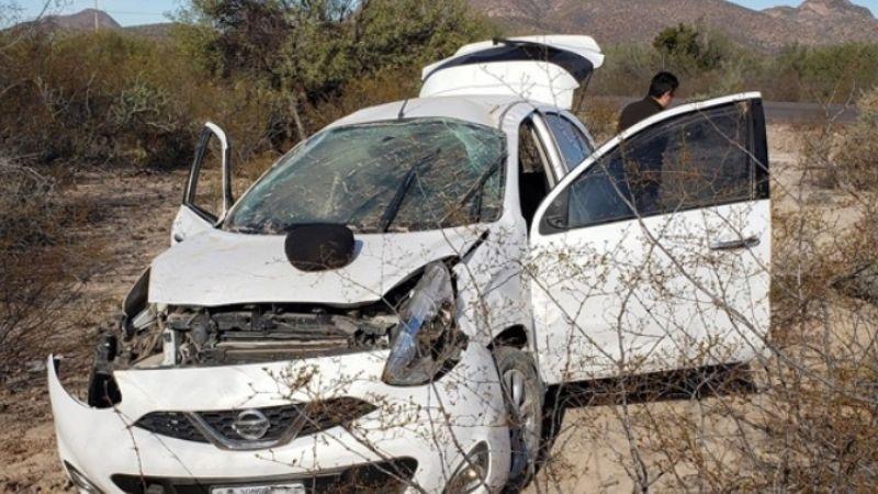Guaymas: Dos médicos resultan lesionados tras volcar el auto en el que viajaban