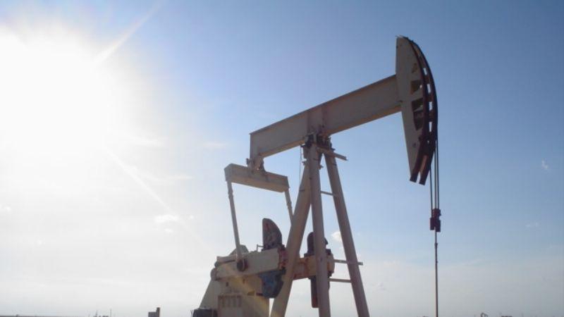 Nueva cepa de Covid-19 genera pánico sobre demanda y el petróleo cae 3 dólares