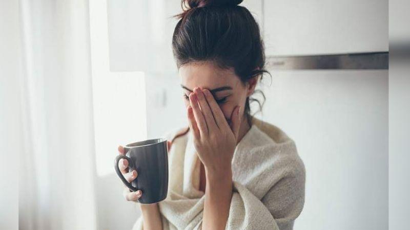 Tomar café para recuperarte de la noche anterior puede dañar la salud