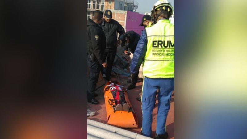 Autoridades salvan a persona que intentaba quitarse la vida al lanzarse de un tercer piso