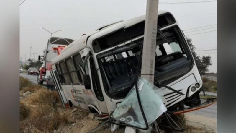 Aparatoso accidente del transporte público deja como saldo cinco pasajeros lesionados