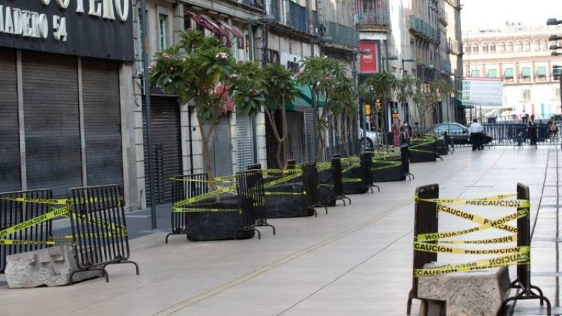 Gobierno de CDMX ordena cierre del Centro Histórico por Covid-19 y vendedores se resisten