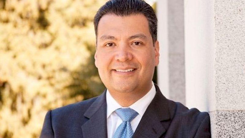 Alex Padilla, hijo de mexicanos, el primer latino en llegar al Senado de California