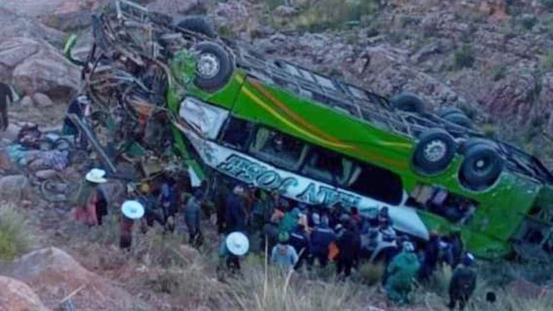 Fatal accidente: Autobús cae a barranco en Bolivia y 12 pasajeros mueren