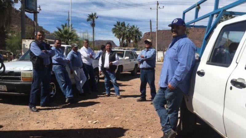 Trabajadores de Guaymas bloquean crucero para exigir sus aguinaldos