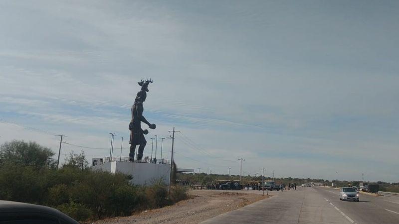 Yaquis levantan bloqueo carretero en Loma de Guamúchil