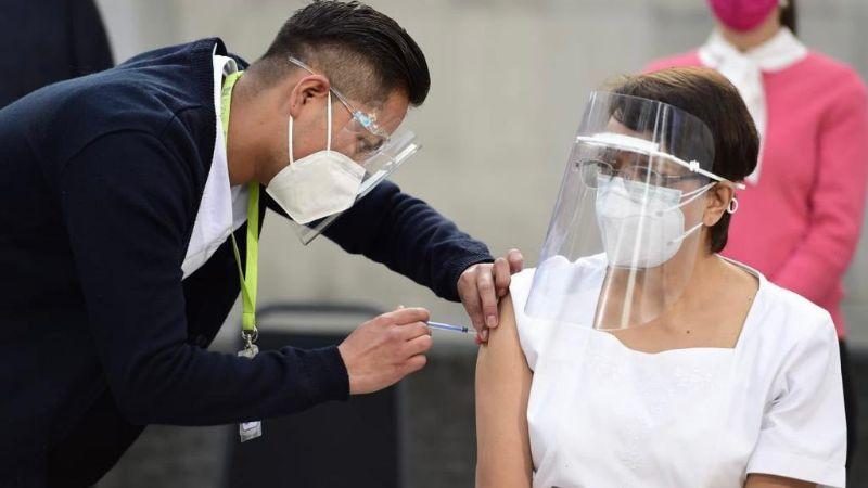 Jefa de enfermeras de hospital de CDMX, primer vacunada contra Covid-19 en México
