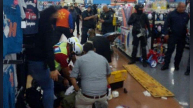 Balacera en el interior de un centro comercial deja como saldo un policía herido