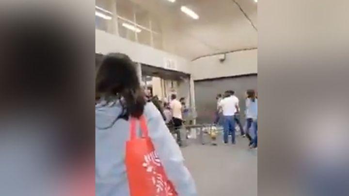 Clientes protagonizan tremenda trifulca en un supermercado de Ciudad Neza