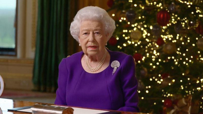 """Reina Isabel II conmueve con su alentador mensaje de Navidad: """"Estás en mis oraciones"""""""