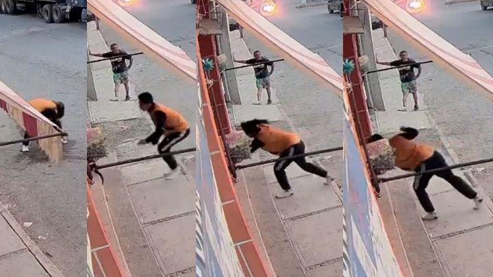 VIDEO: Hombre causa indignación al atacar con un vidrio a perro en la calle