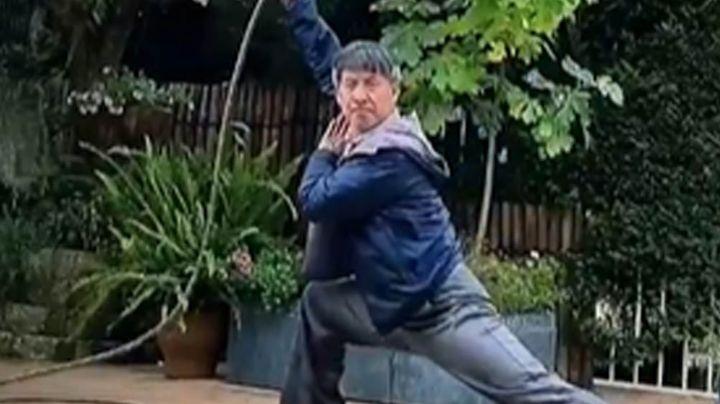 Anciano se hace viral tras combinar el arte del Kung-fu con la jardinería