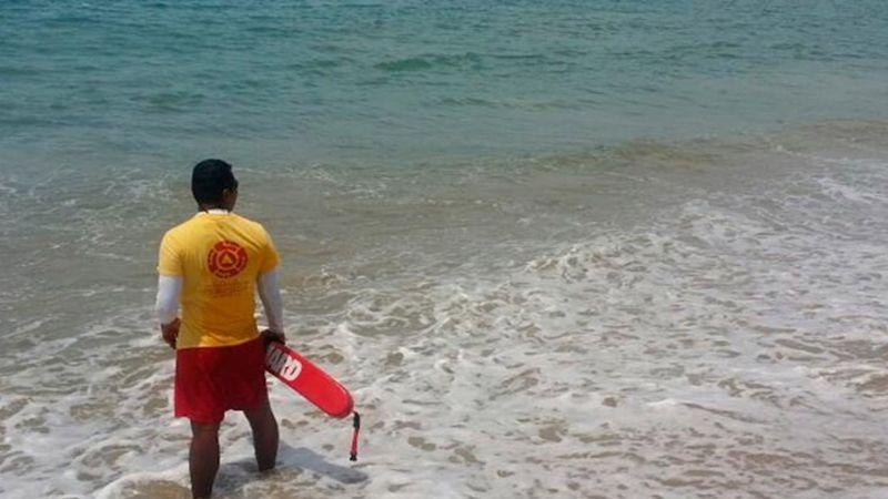 Turista muere ahogado tras rescatar a su esposa e hijo que fueron arrastrados por el mar