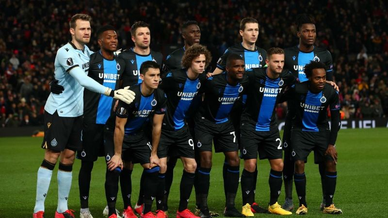 En la Liga de futbol de Bélgica castigarán por festejar los goles con abrazos