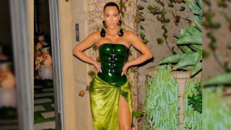 Kim Kardashian desata fuertes burlas por su terrible vestido para Navidad