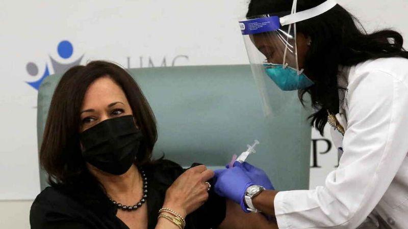 Kamala Harris recibe en vivo la primera dosis de vacuna Moderna contra Covid-19