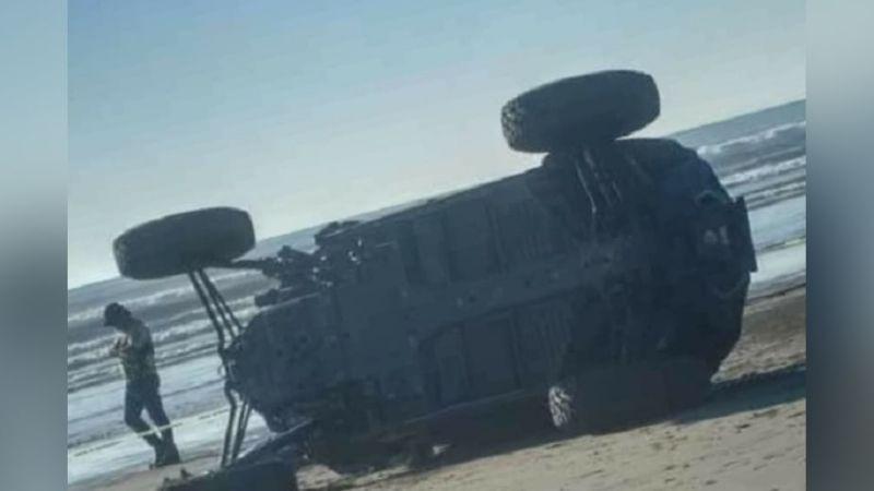 Elemento de la Policía de Tránsito pierde la vida al volcarse en un vehículo razer
