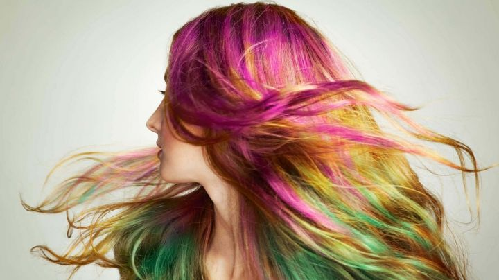 Mantén un cabello teñido impecable sin salir de casa con estos sencillos consejos