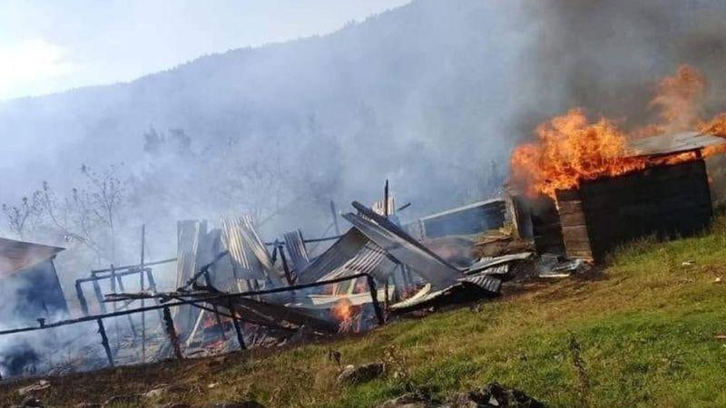 Indígenas de Chiapas continúan pelea por terrenos y prenden fuego a 17 casas