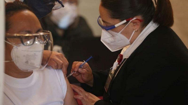 IMSS: Tras recibir vacuna contra Covid-19, 23 trabajadores tuvieron efectos graves