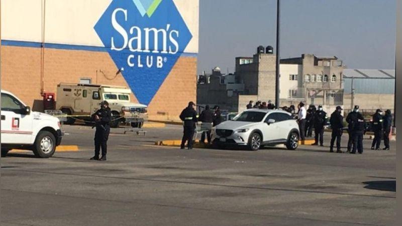 Sujetos altamente armados roban camioneta de valores en centro comercial