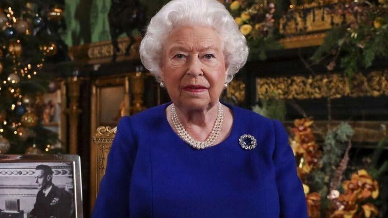 Reina Isabel II y las celebridades que han rechazado los títulos de caballeros